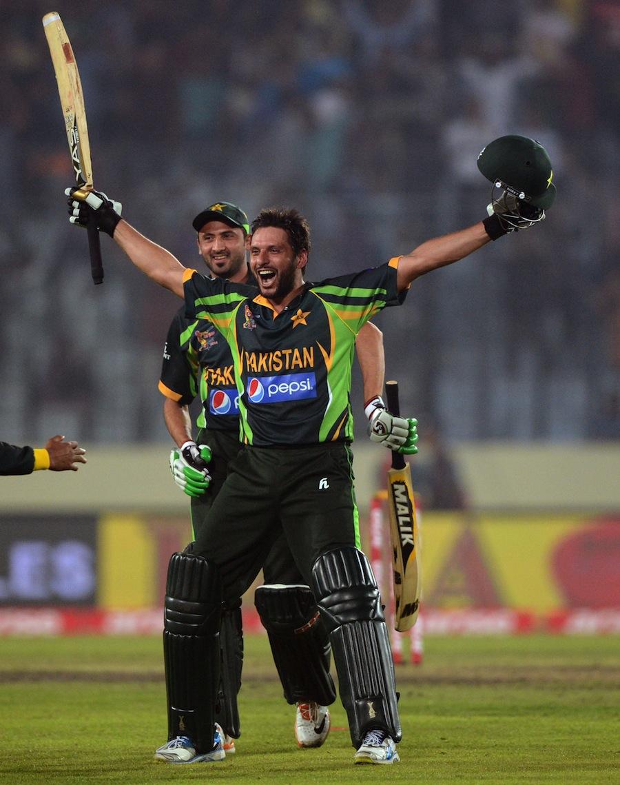 Shahid Afridi Celebrating The Victory On Last Over
