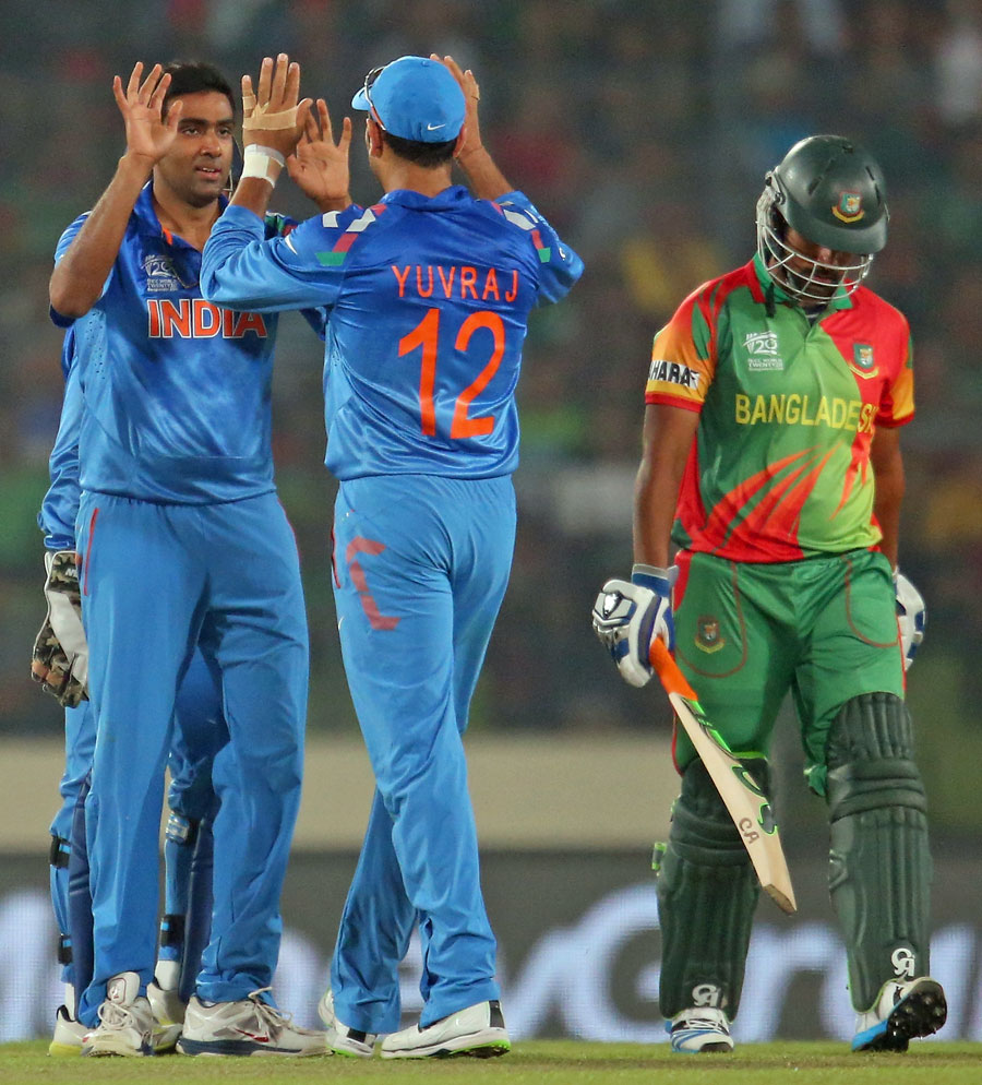 R Ashwin (IND) - Player of The Match Celebrating With Yuvraj Singh